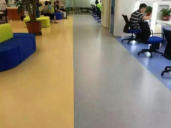 交通银行使用pvc塑胶地板更舒适