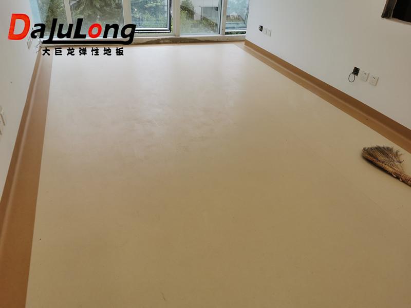 大巨龙地板具有抗菌效果,是医院青睐的地板